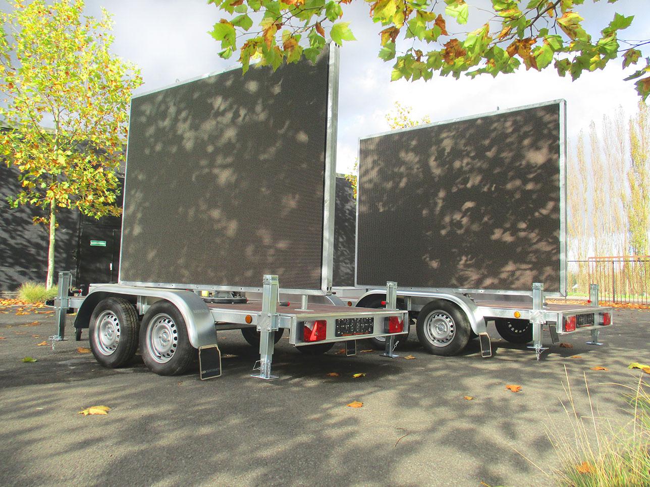 Twee 5m² ledschermen op aanhangwagen met pixel pitch p10 van Maxled