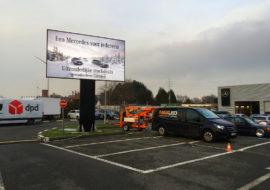 Een 15m² ledscherm op vaste totem bij Mercedes garage Hedin in Gent